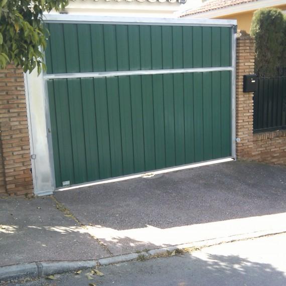 Puertas basculantes de acero - Puertas de garaje malaga ...