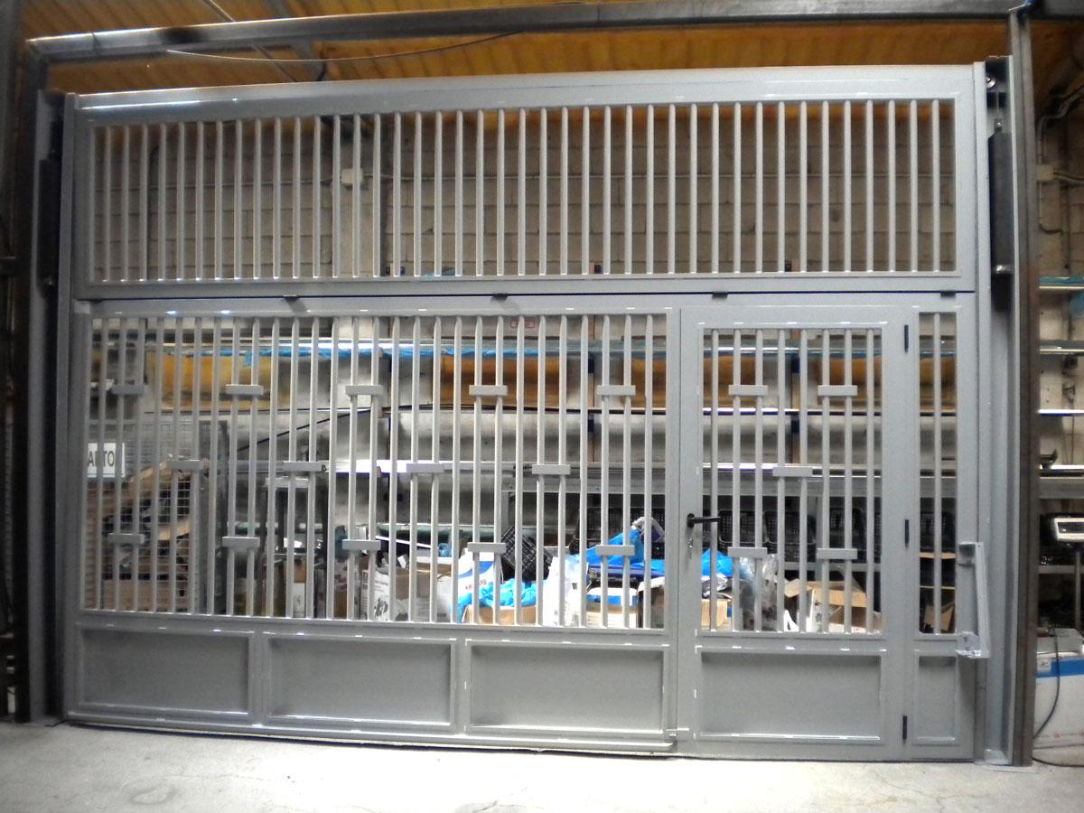 Puertas basculantes de aluminio for Puerta 4 del jockey