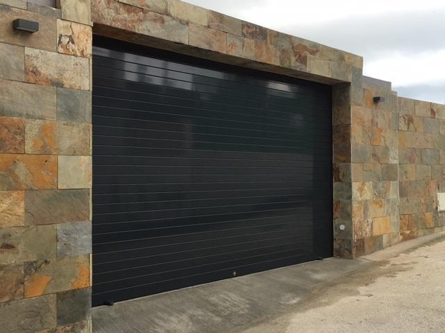 Instalación puertas de garaje Rincón de la Victoria