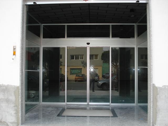 Puertas automáticas de cristal en Nerja